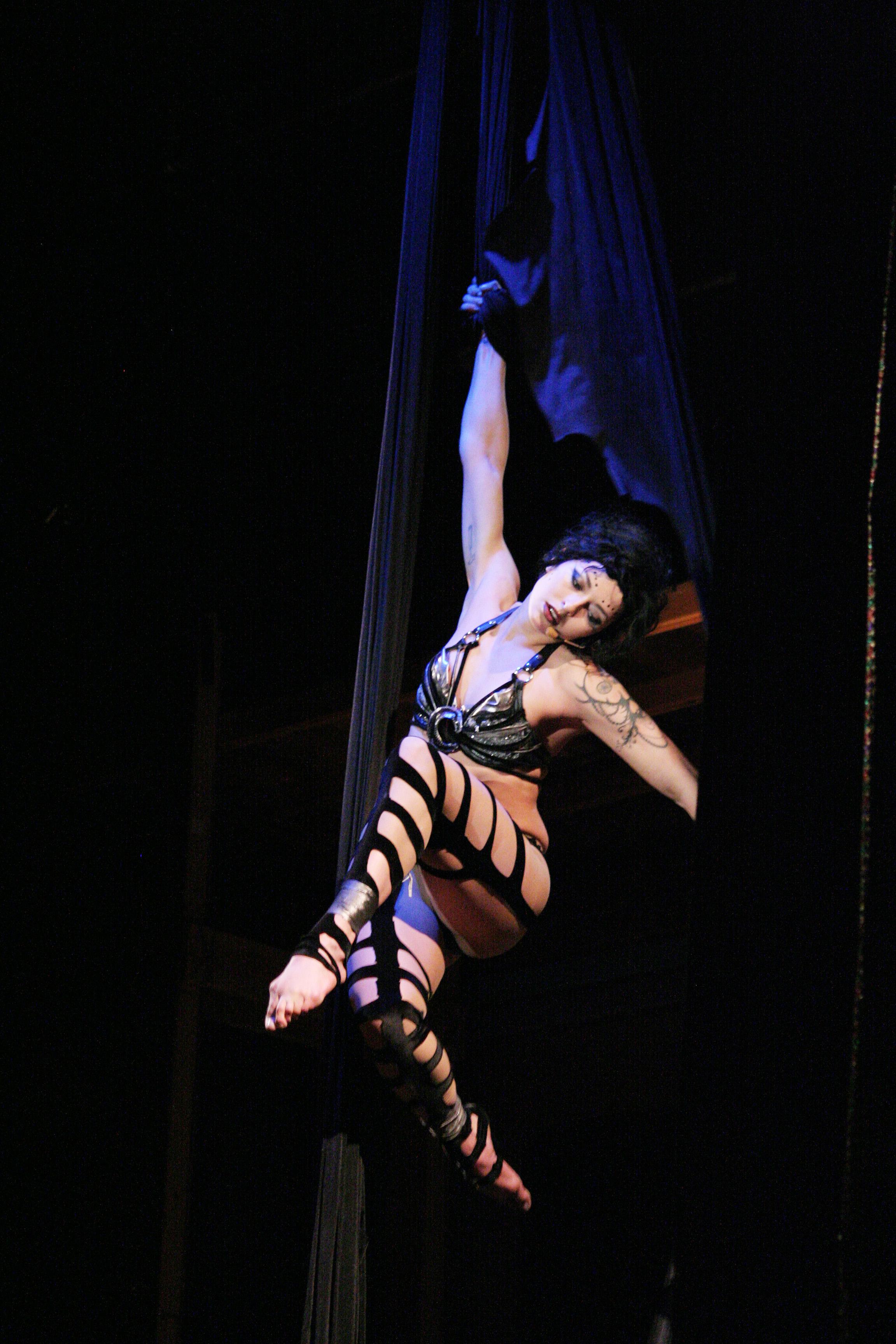 запрета пытались голые в цирке онлайн грудь попка означает